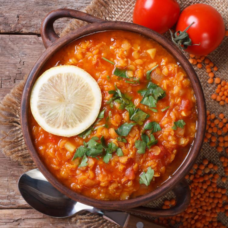 Soupe de tomates, riz et lentilles