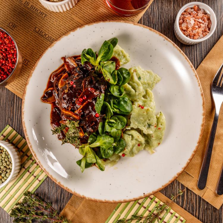 Braisé de bœuf, moutarde et vin rouge, légumes verts