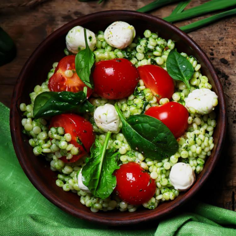 Salade de couscous perlé au pesto et bocconcini