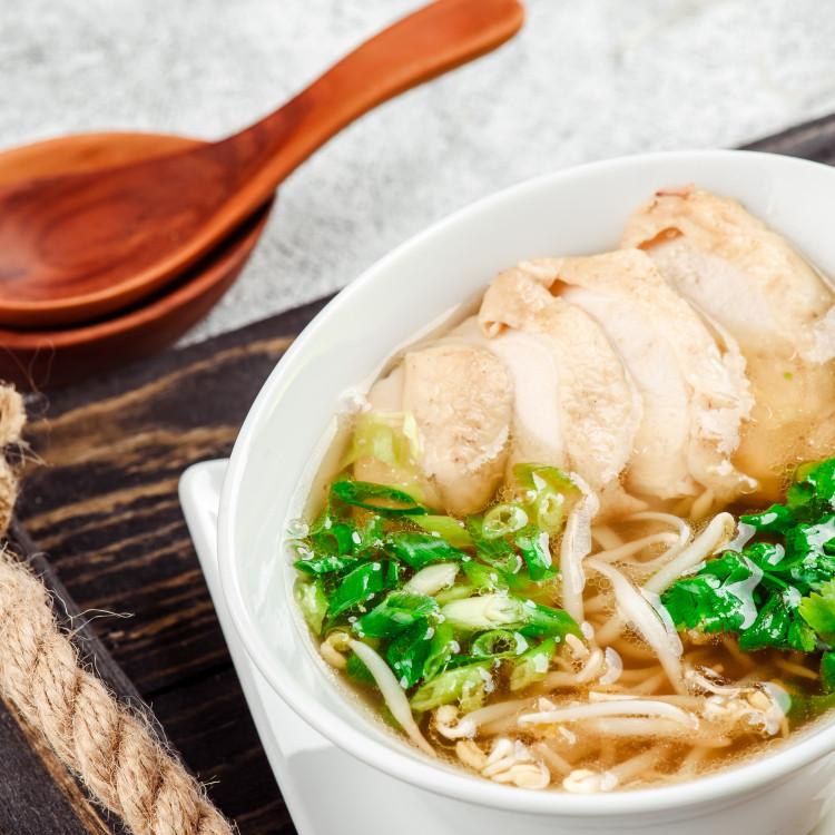 Soupe ramen au poulet et lait de coco