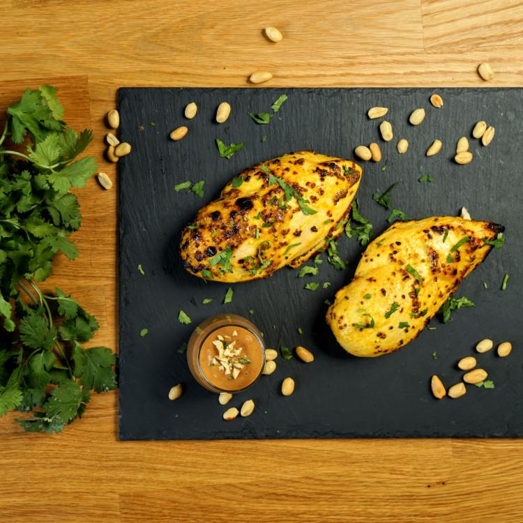 Bol de poulet satay aux légumes