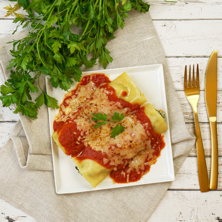 Cannellonis végé de ricotta et épinards, sauce tomate maison