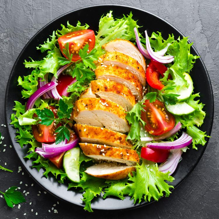 Salade de poitrines de poulet façon fattouche
